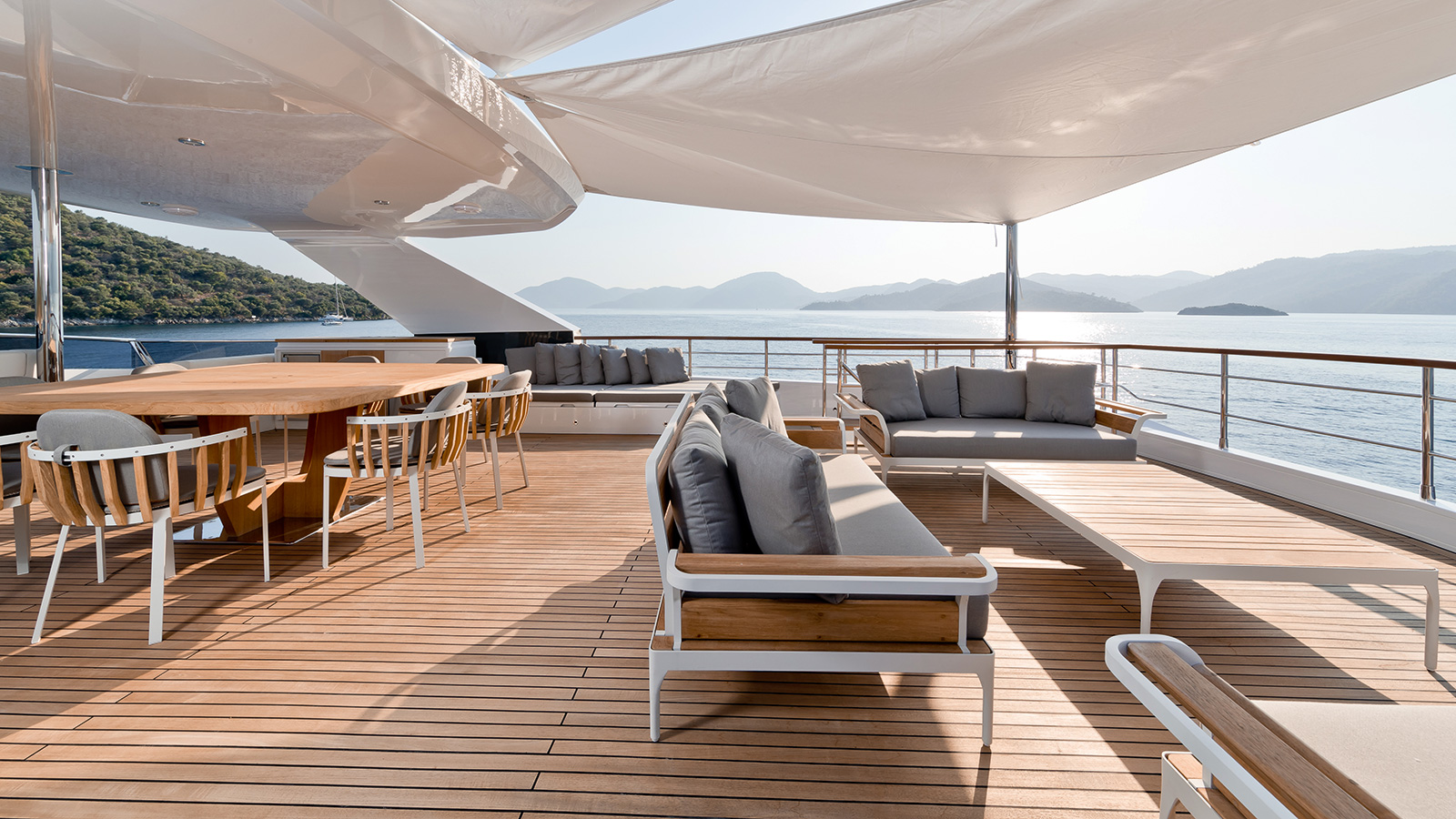 the-sundeck-of-the-numarine-32xp-yacht-marla-credit-jeff-brown-breed-media
