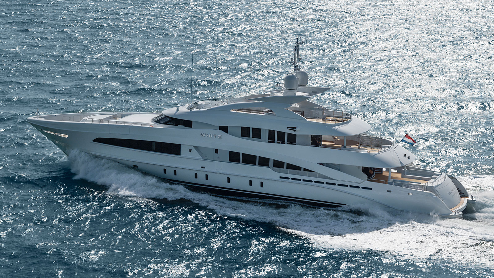 side-view-of-the-heesen-super-yacht-white-credit-dick-holthuis