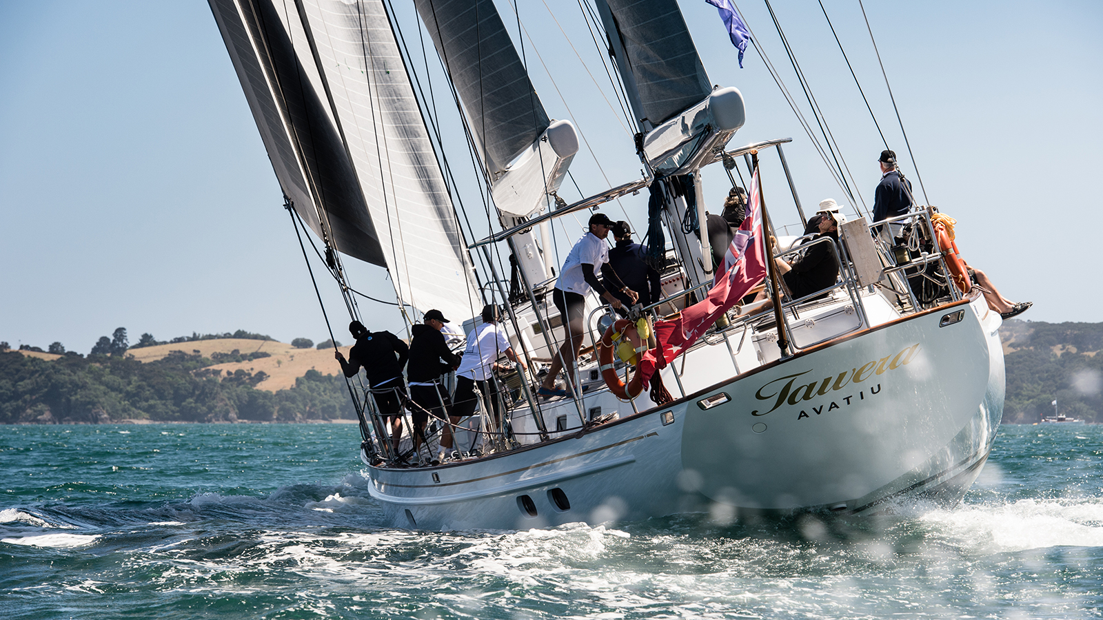 yachts-racing-in-the-NZ-millennium-cup