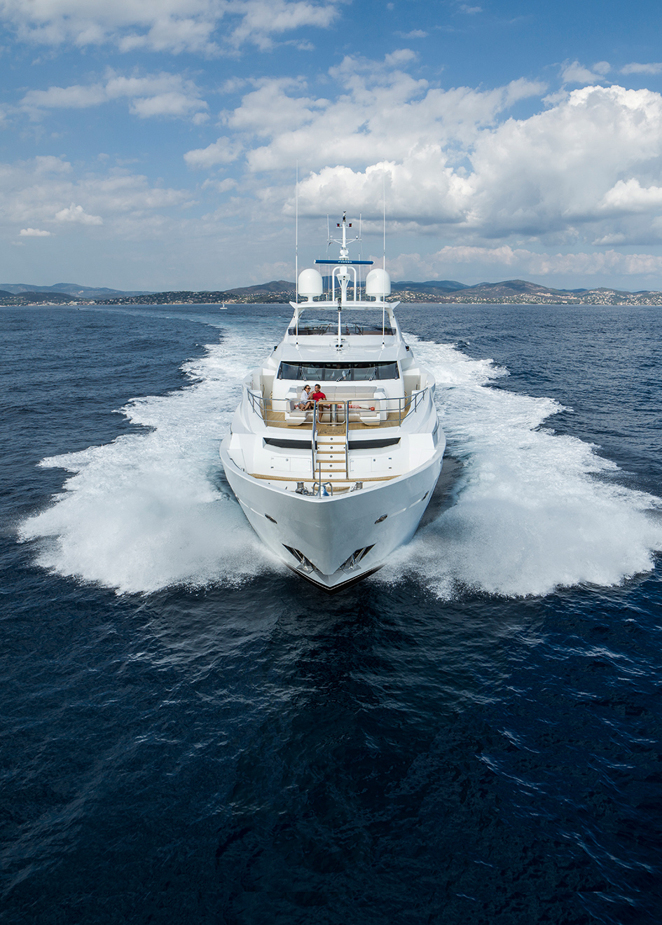 the-bow-of-the-sunseeker-131-yacht-zozo