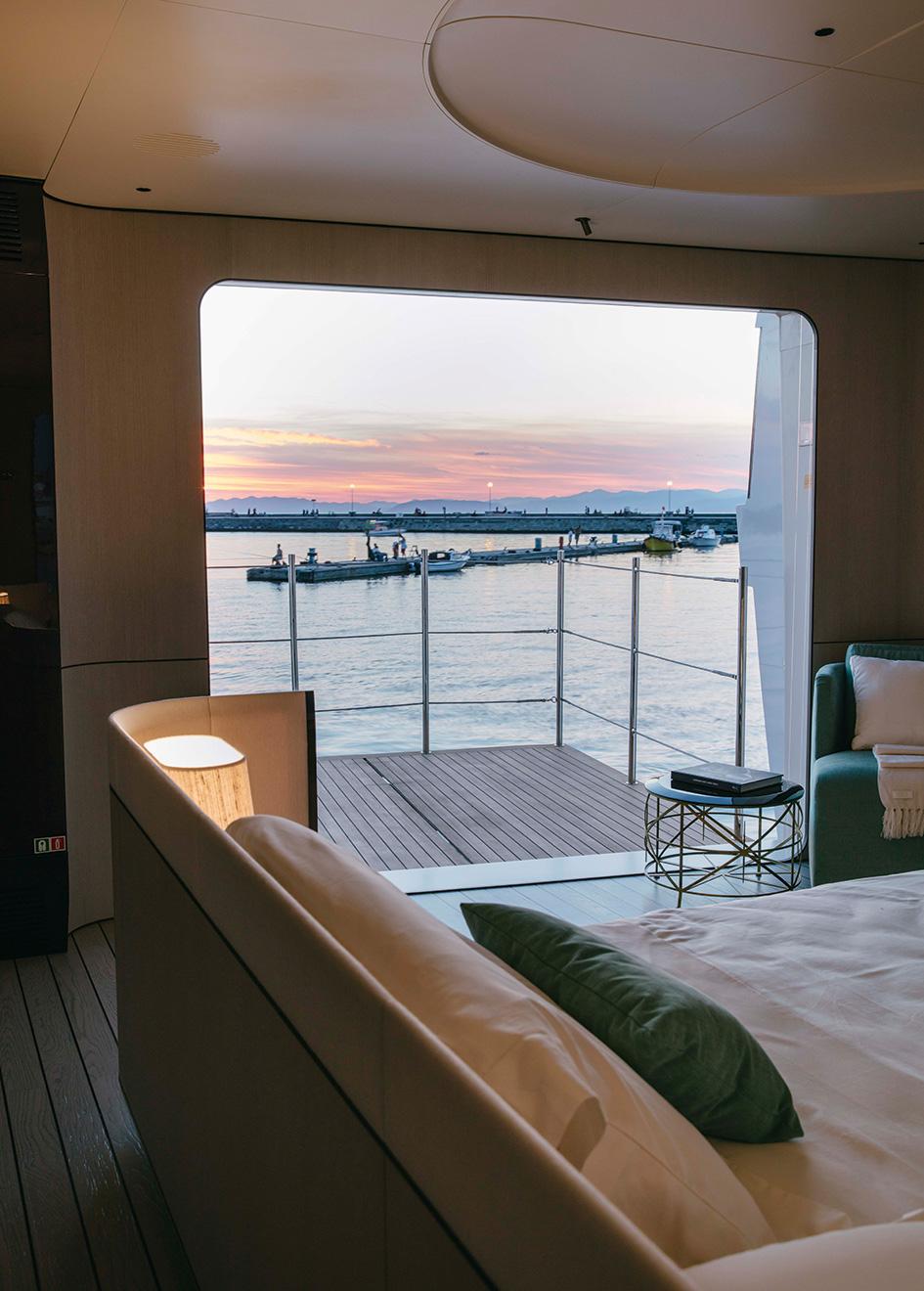 the-balcony-of-the-azimut-grande-35-metri-yacht