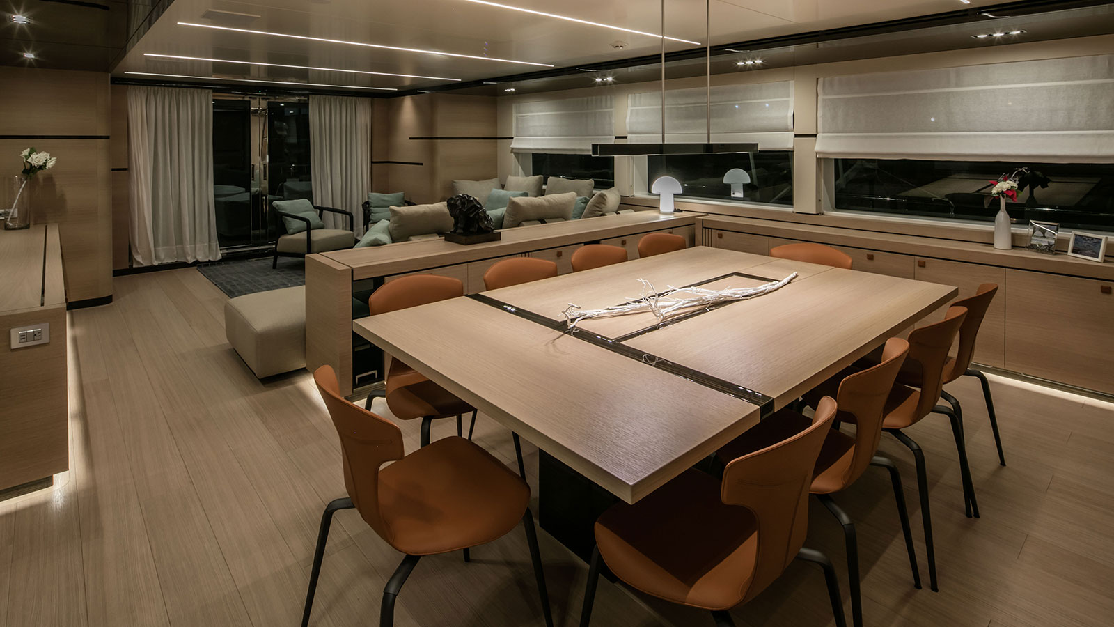 the-dining-area-of-the-cantiere-delle-marche-nauta-air-111-yacht-hyhma