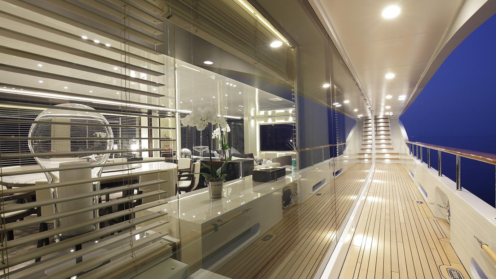 the-side-deck-of-benetti-custom-super-yacht-domani