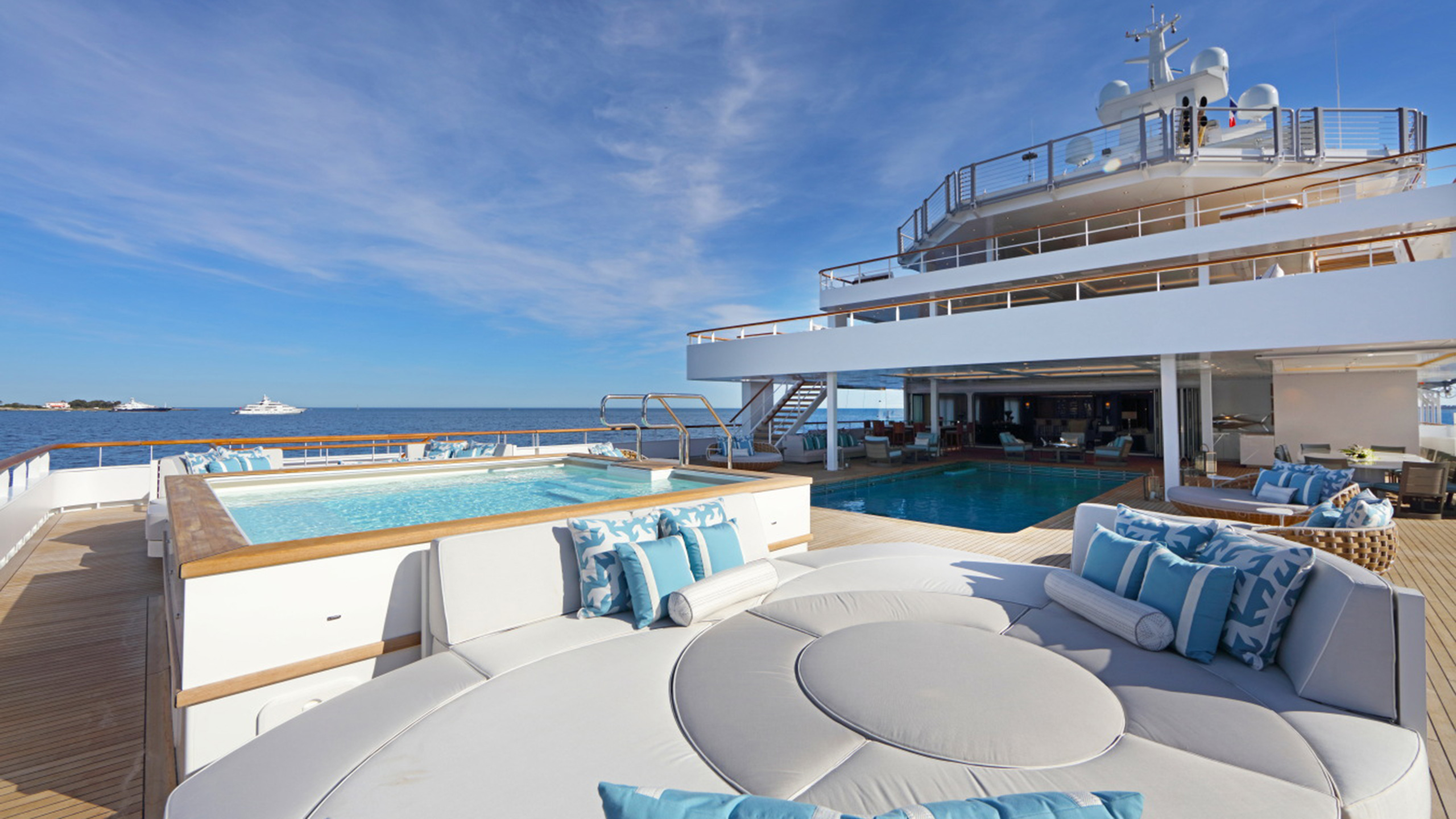 the-pool-deck-of-kleven-explorer-yacht-ulysses