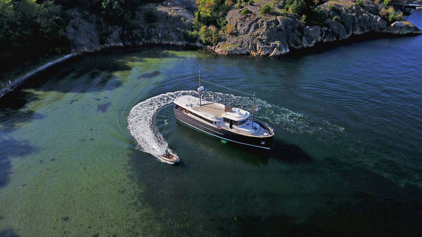 livingstone-by-hartman-yachts-is-one-of-the-best-modern-classic-yachts-in-the-world
