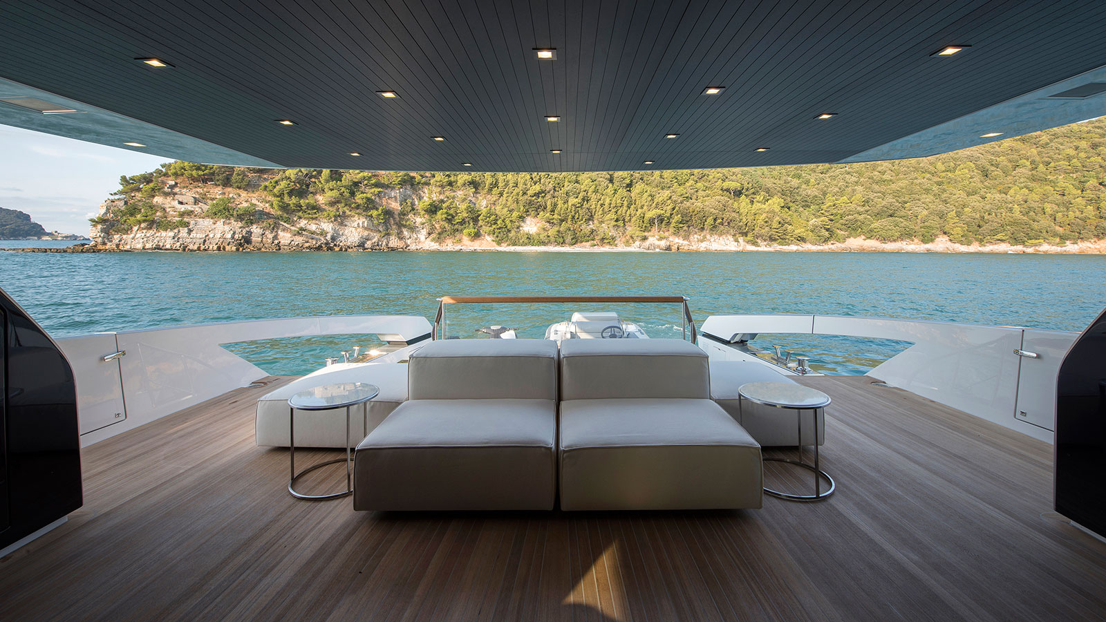 the-aft-deck-of-the-sanlorenzo-sx88-yacht