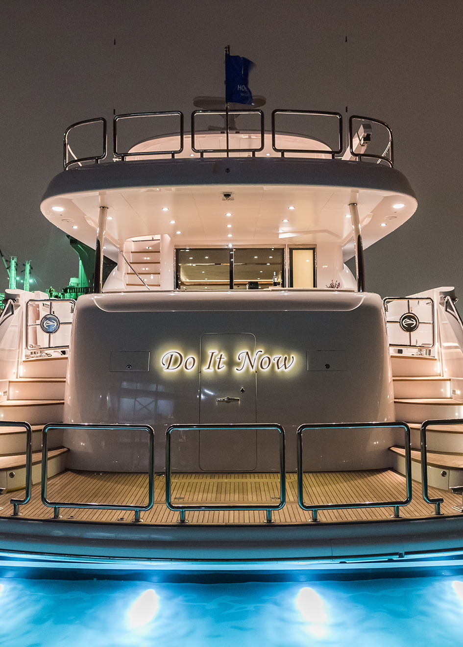 the-aft-deck-of-the-horizon-e98-super-yacht