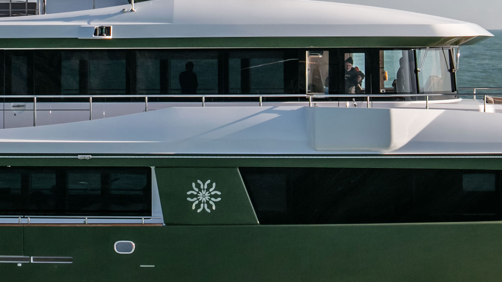 close-up-of-the-cantiere-delle-marche-nauta-air-111-yacht-hyhma