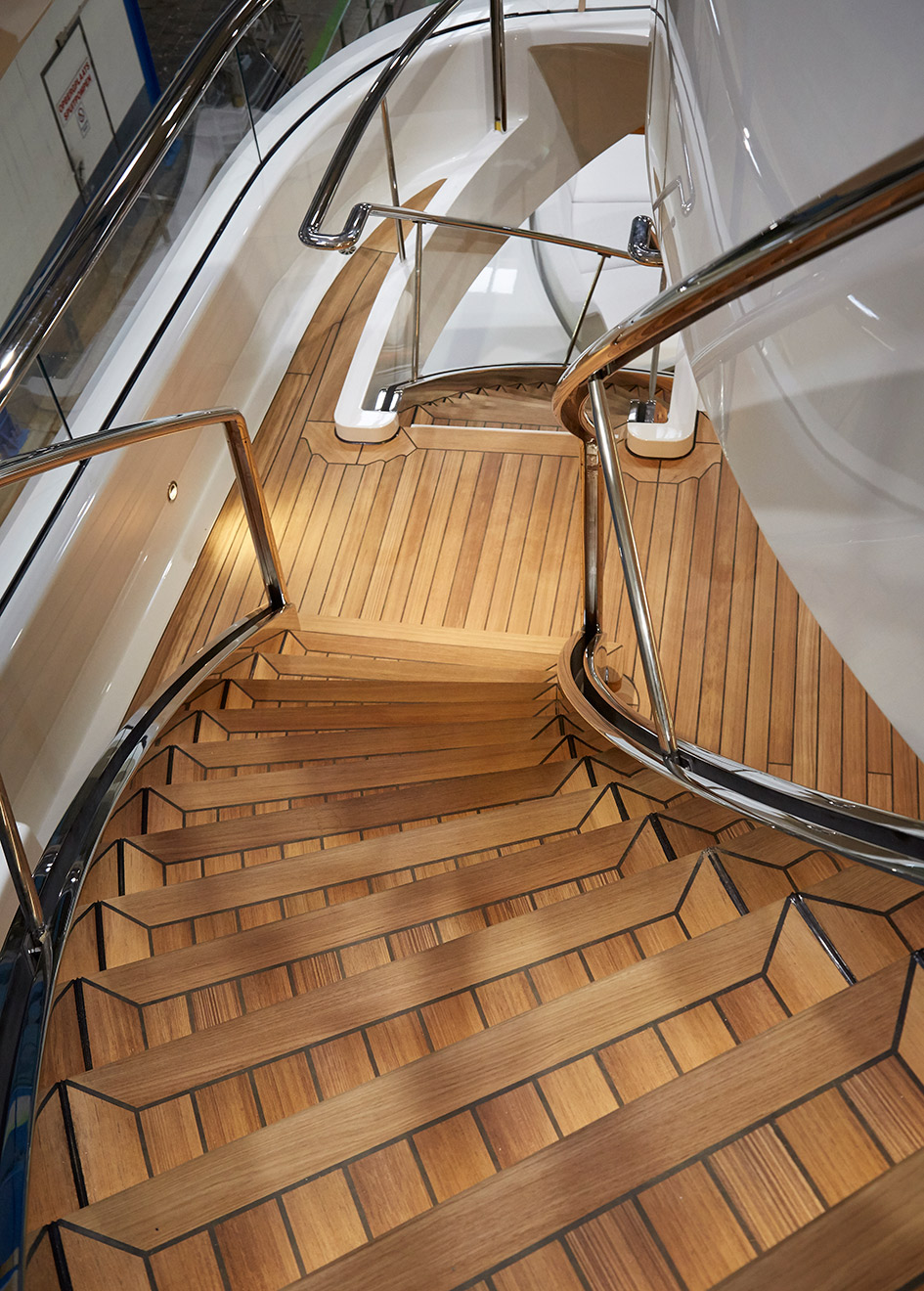 the-staircase-of-the-feadship-superyacht-hasna