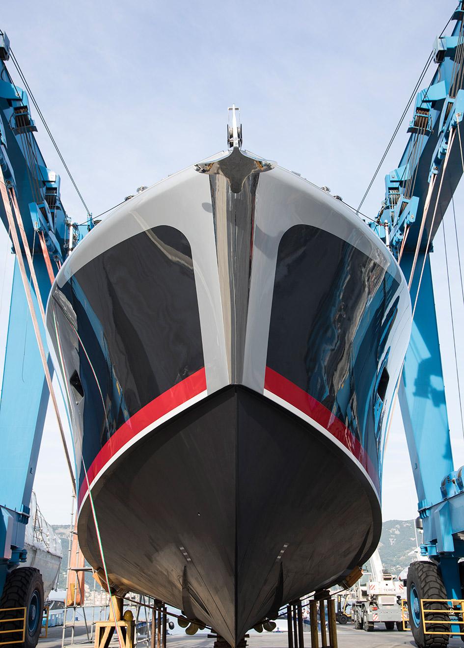 bow-view-of-the-baglietto-mv19-dayboat-ridoc