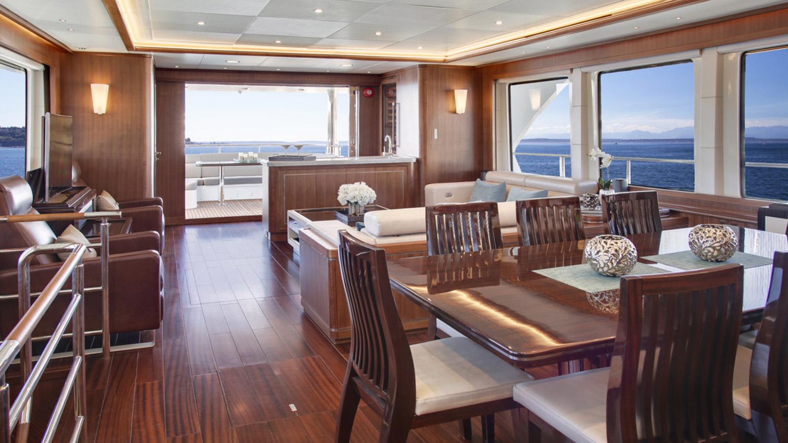 the-skylounge-of-the-selene-ocean-explorer-yacht-watta-ryde