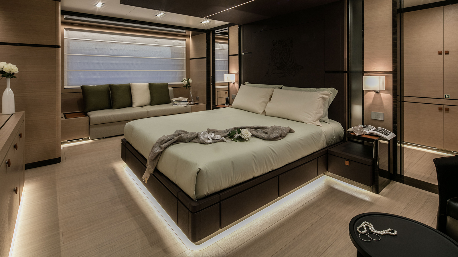 the-master-suite-of-the-cantiere-delle-marche-nauta-air-111-yacht-hyhma