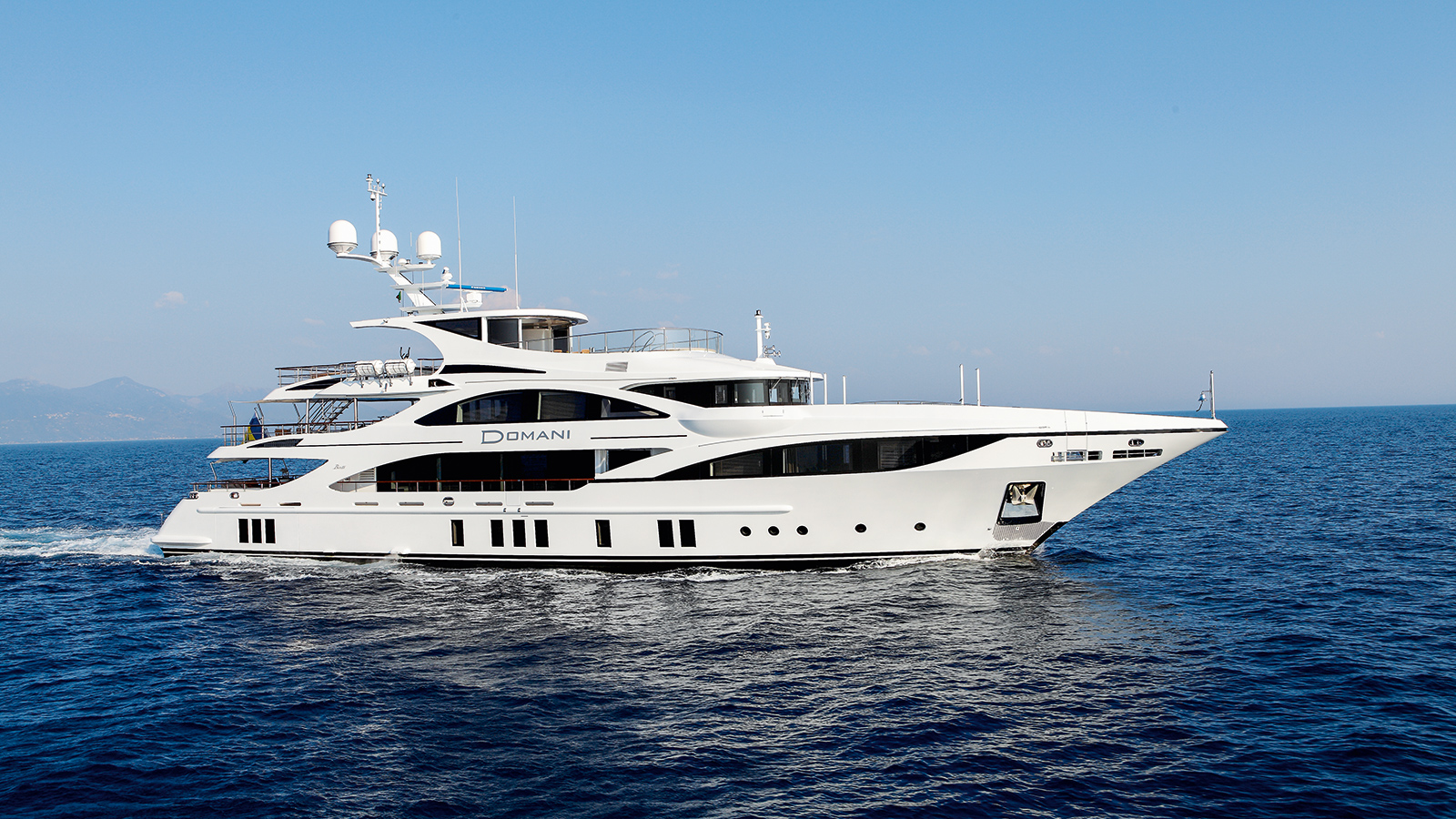 side-view-of-benetti-custom-super-yacht-domani