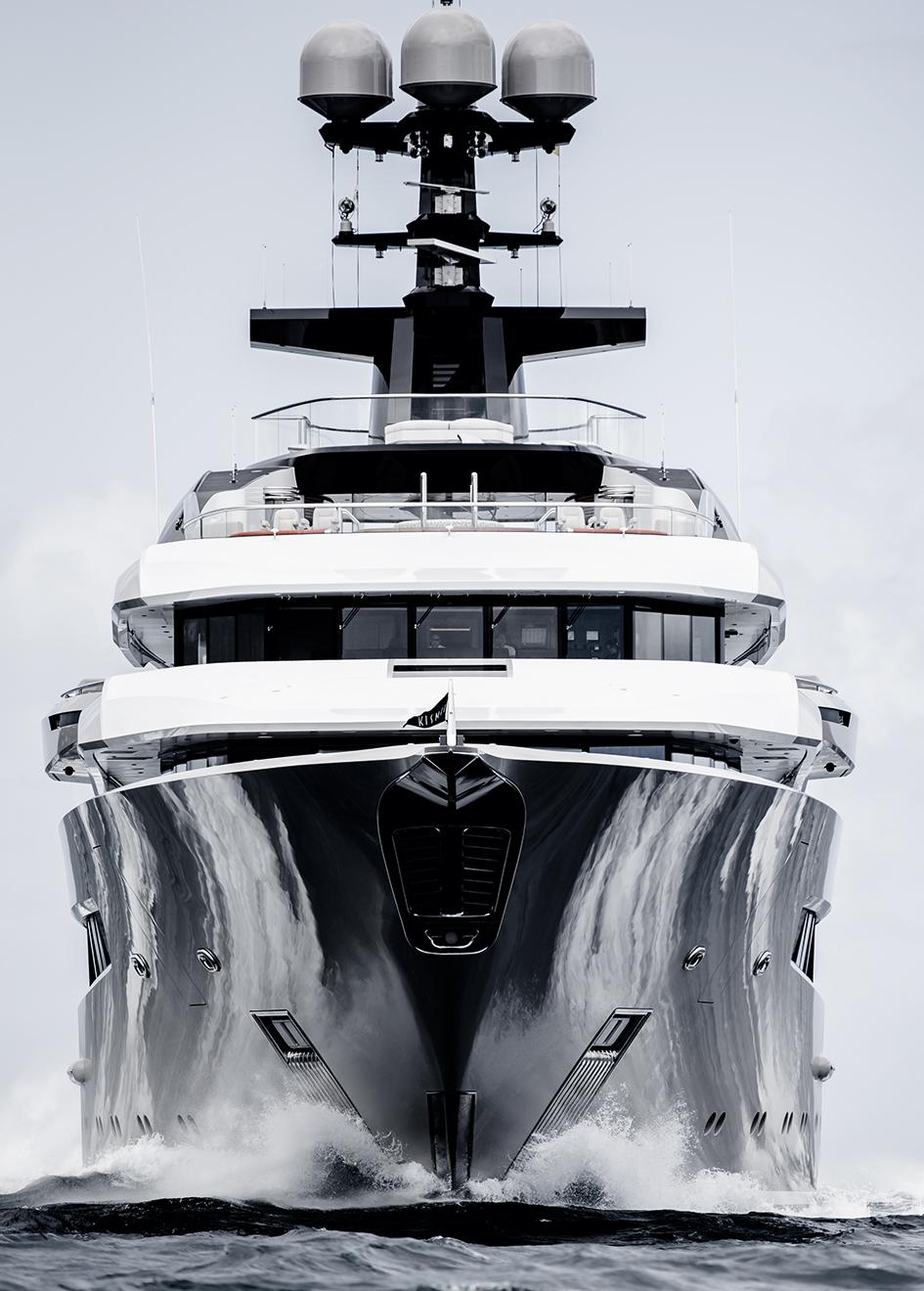 kismet-yacht-running-bow