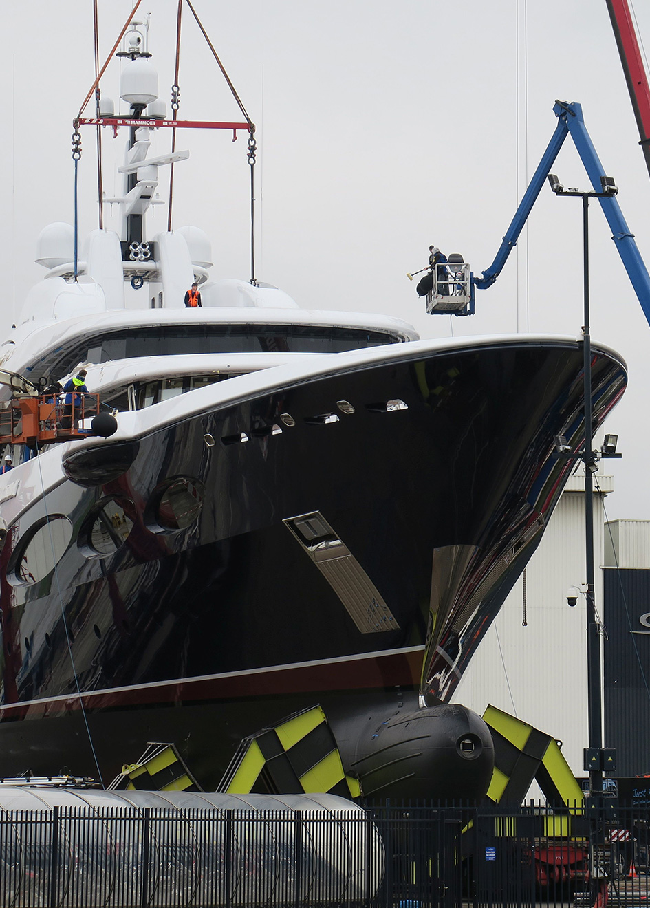 the-bow-of-oceanco-super-yacht-y715