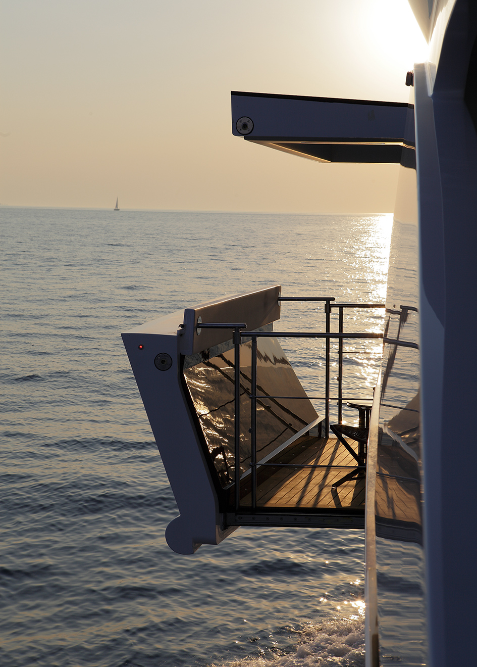 the-balcony-of-benetti-custom-super-yacht-domani