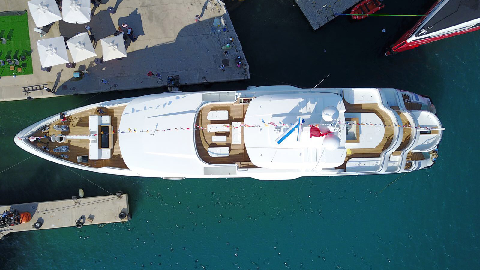 aerial-view-of-the-cmb-motor-yacht-liquid-sky