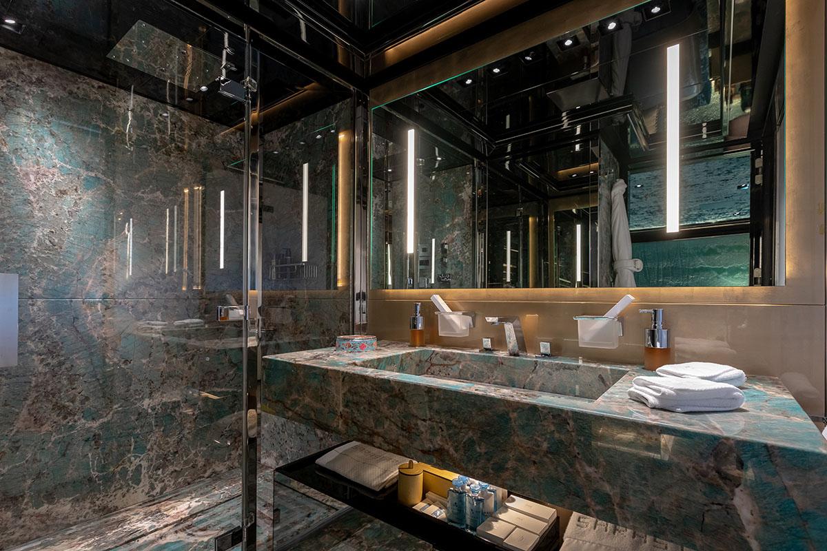 Sarastar | C and N | Bathroom 1