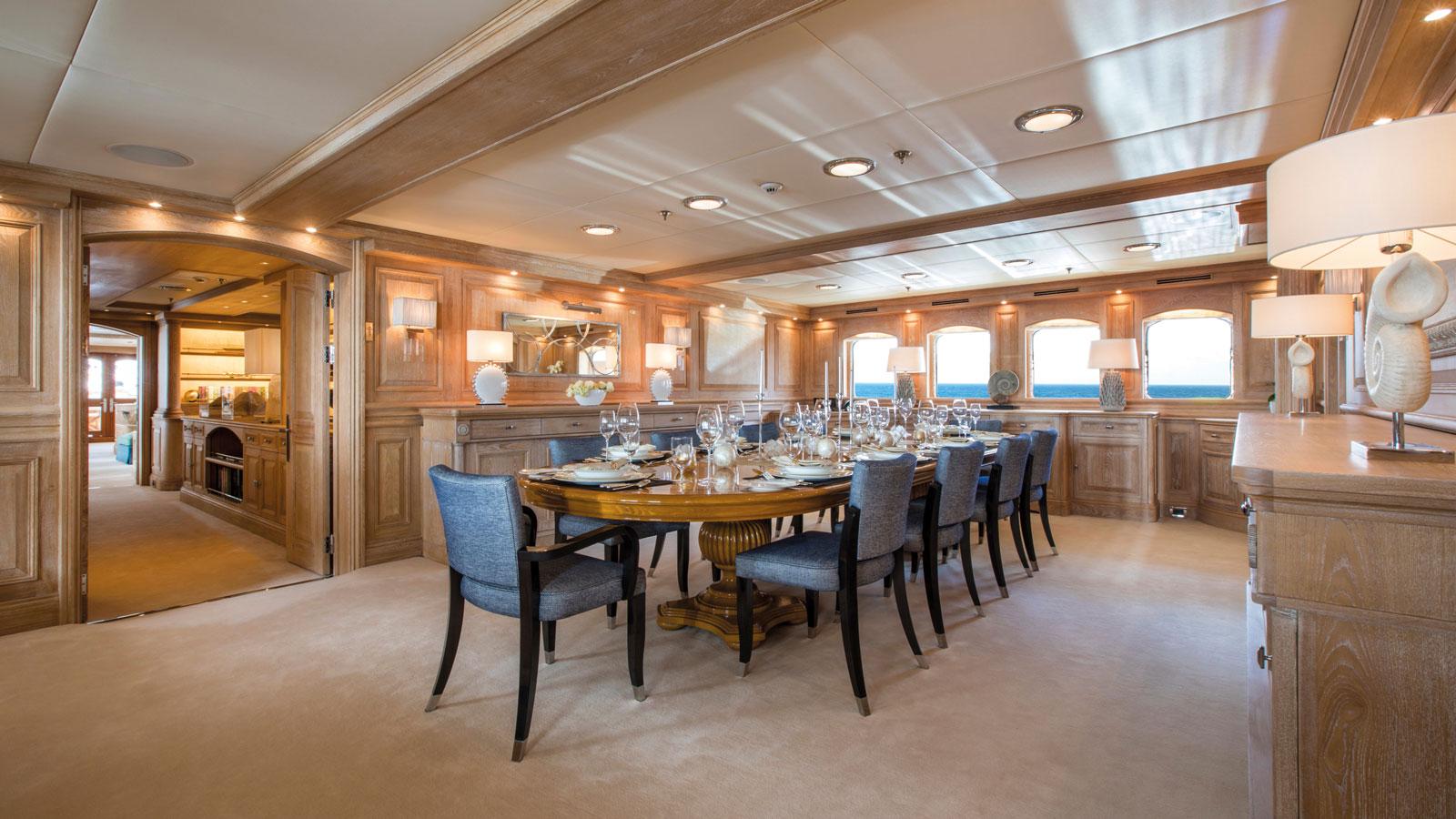 nero-dining-room