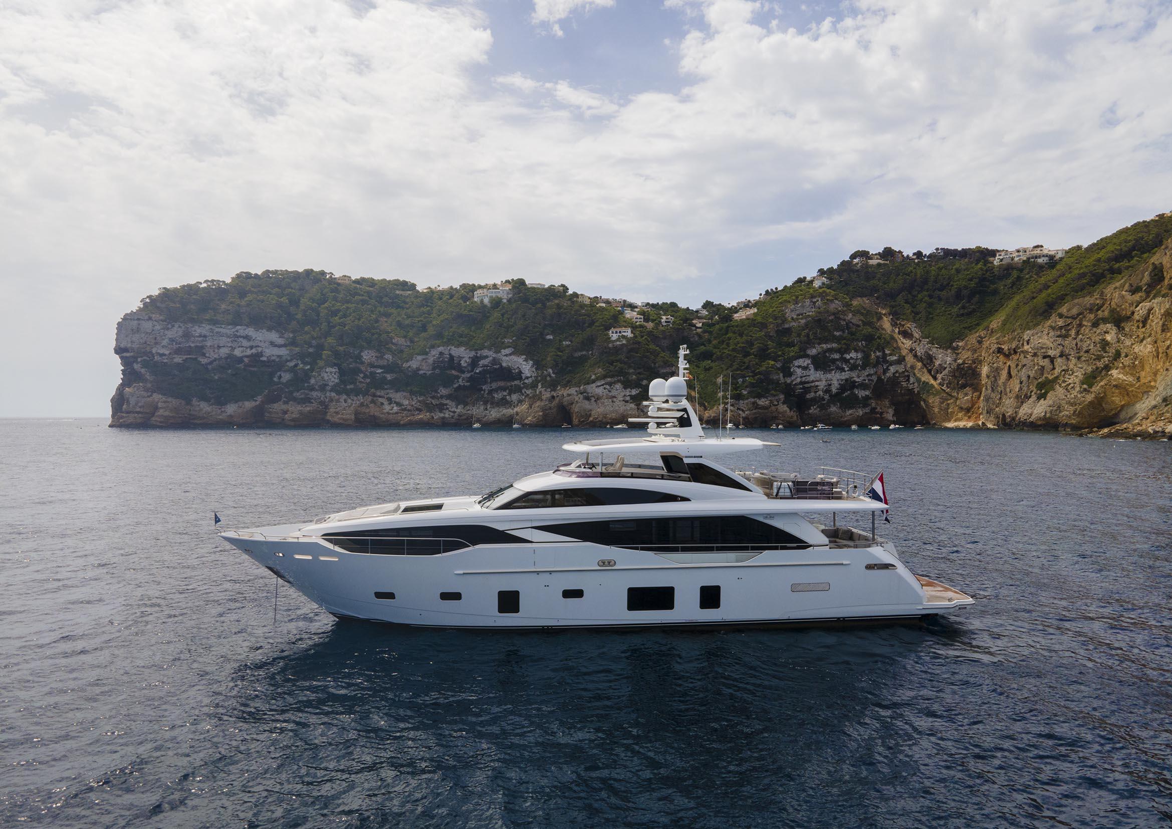 BANDAZUL-yacht-princess-01.jpg