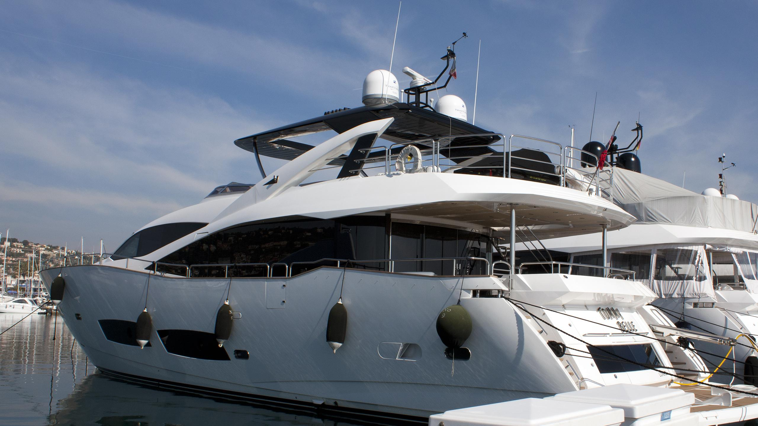 tommy-belle-yacht-exterior