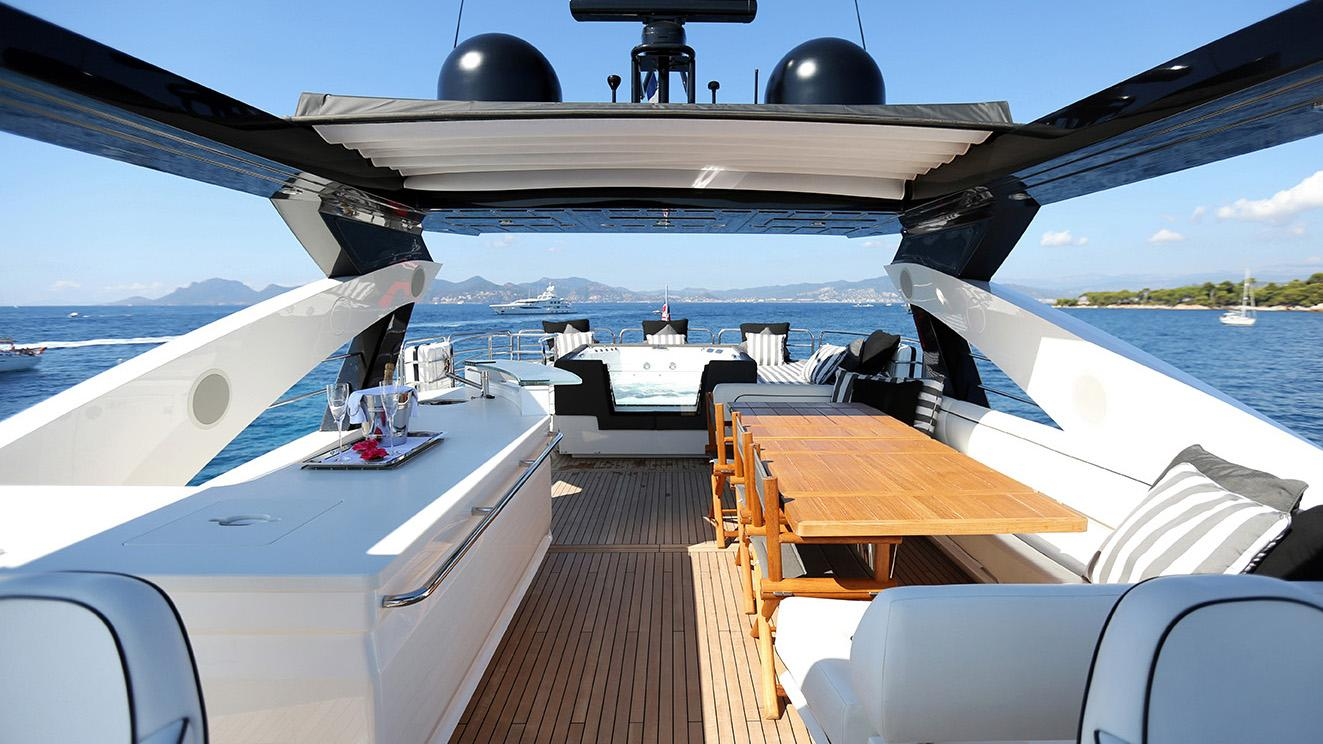gelato-yacht-sun-deck