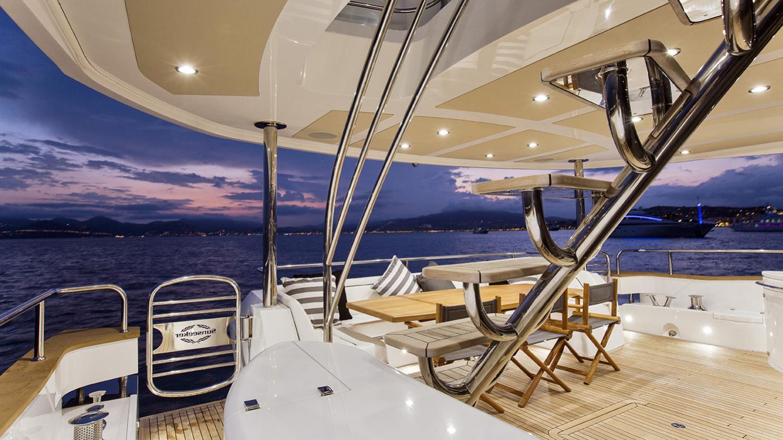 gelato-yacht-aft-dining