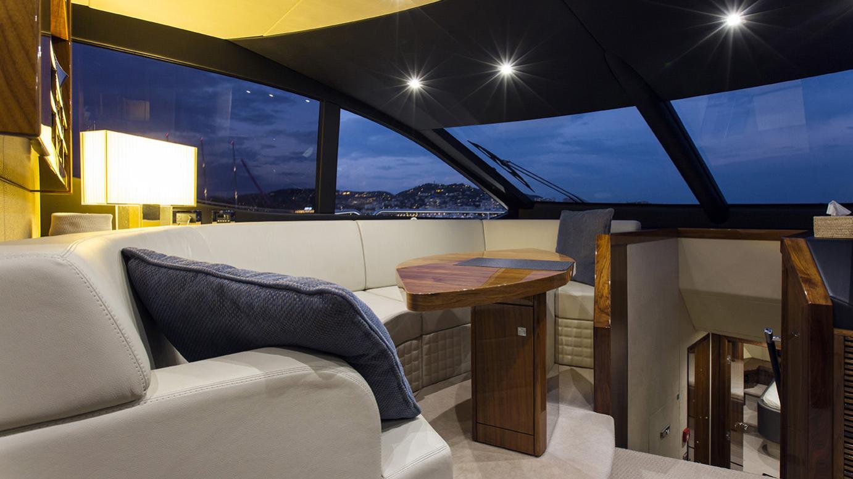 gelato-yacht-lounge