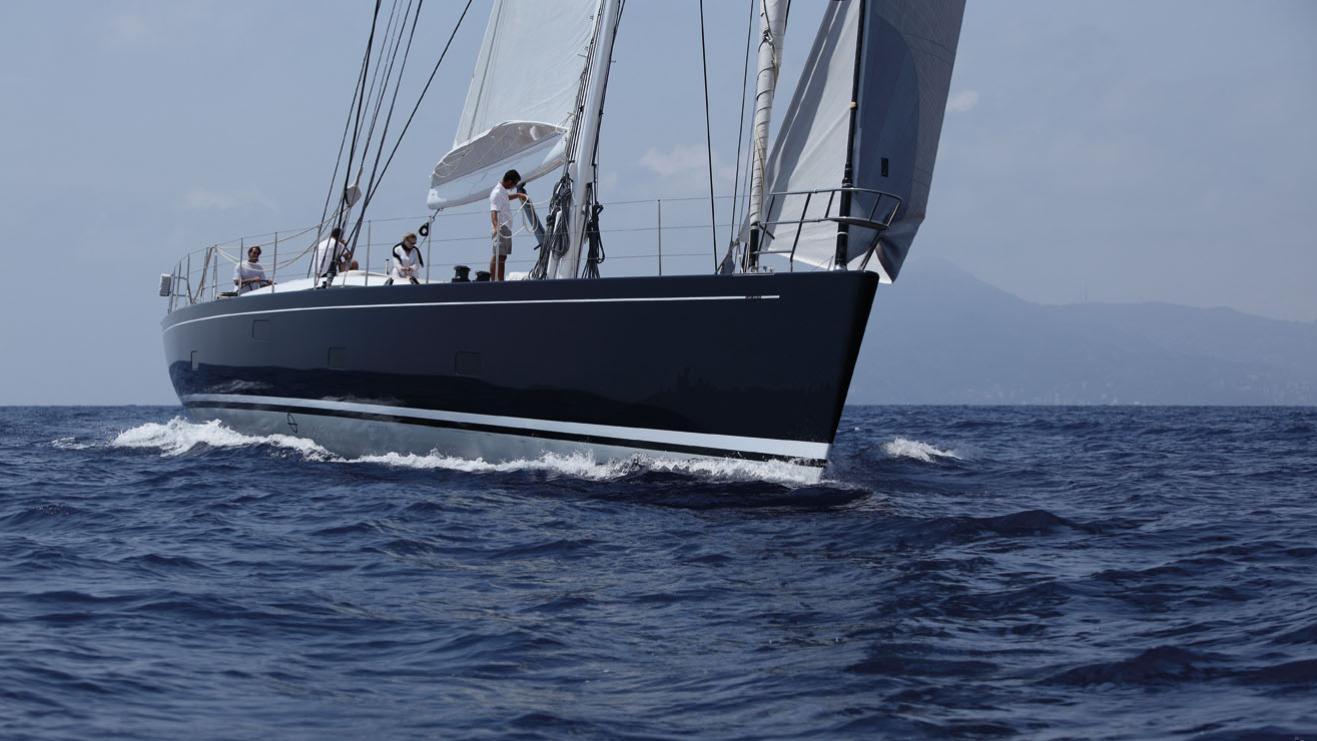 cape-arrow-yacht-bow
