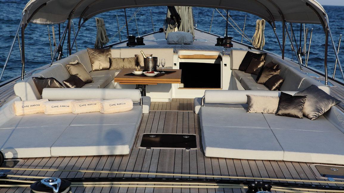 cape-arrow-yacht-exterior-dining