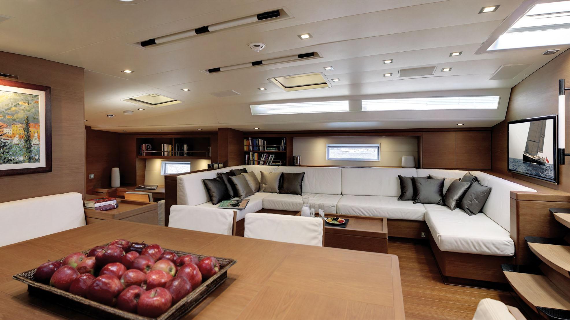 cape-arrow-yacht-saloon