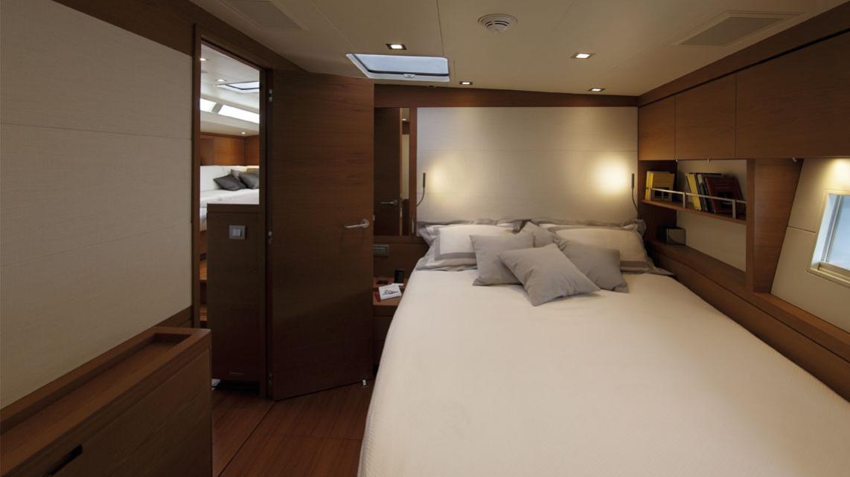 cape-arrow-yacht-double-cabin
