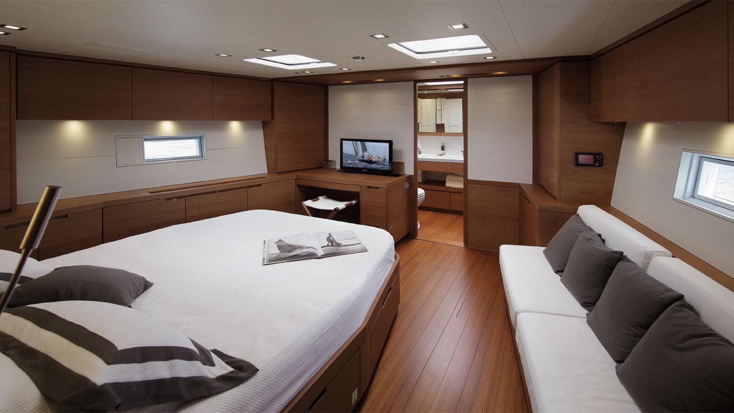 cape-arrow-yacht-master-cabin