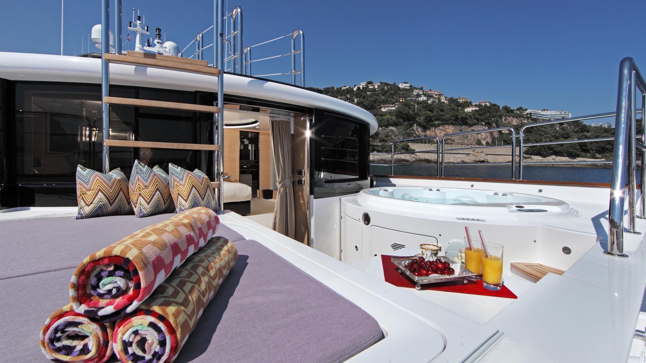 told-u-so-yacht-jacuzzi