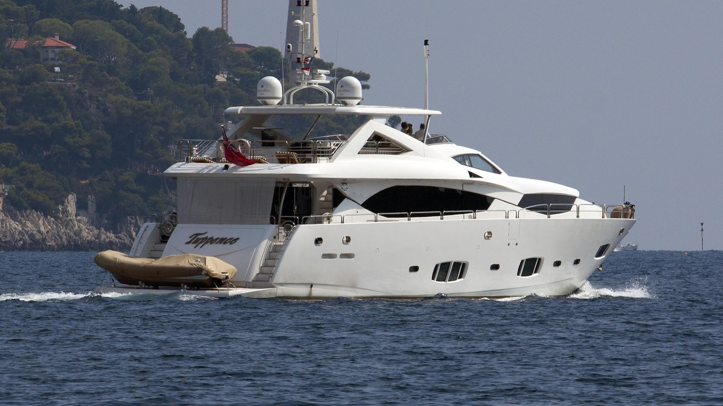 tuppence-yacht-exterior