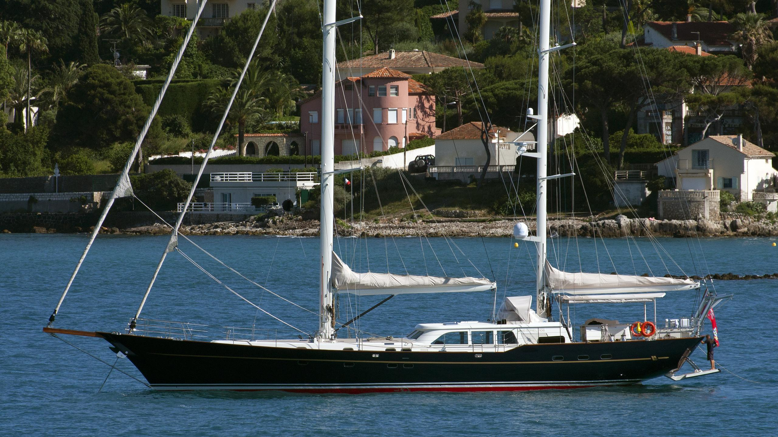 sila-sibiri-kestrel-yacht-exterior
