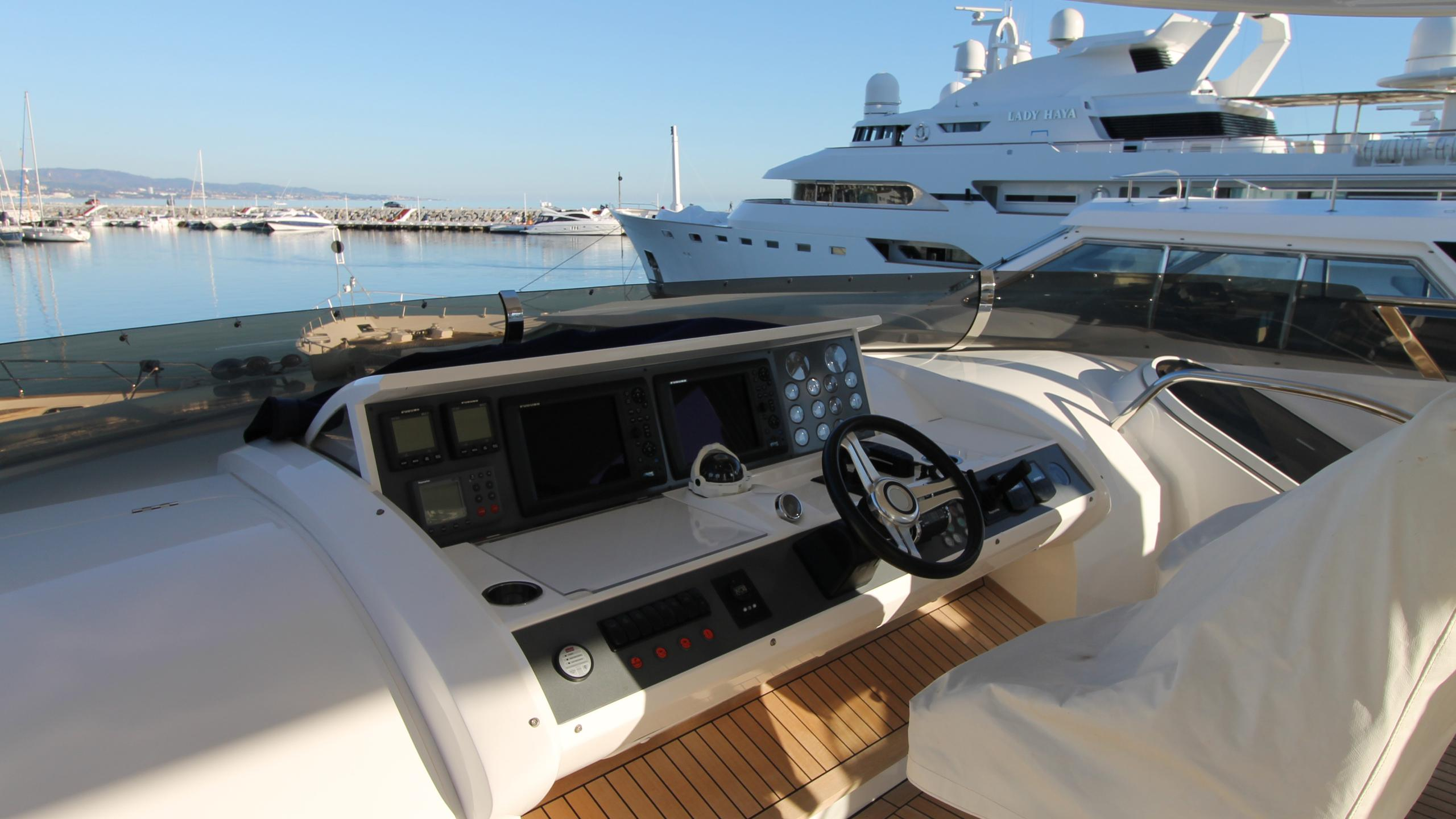 bash-yacht-flybridge