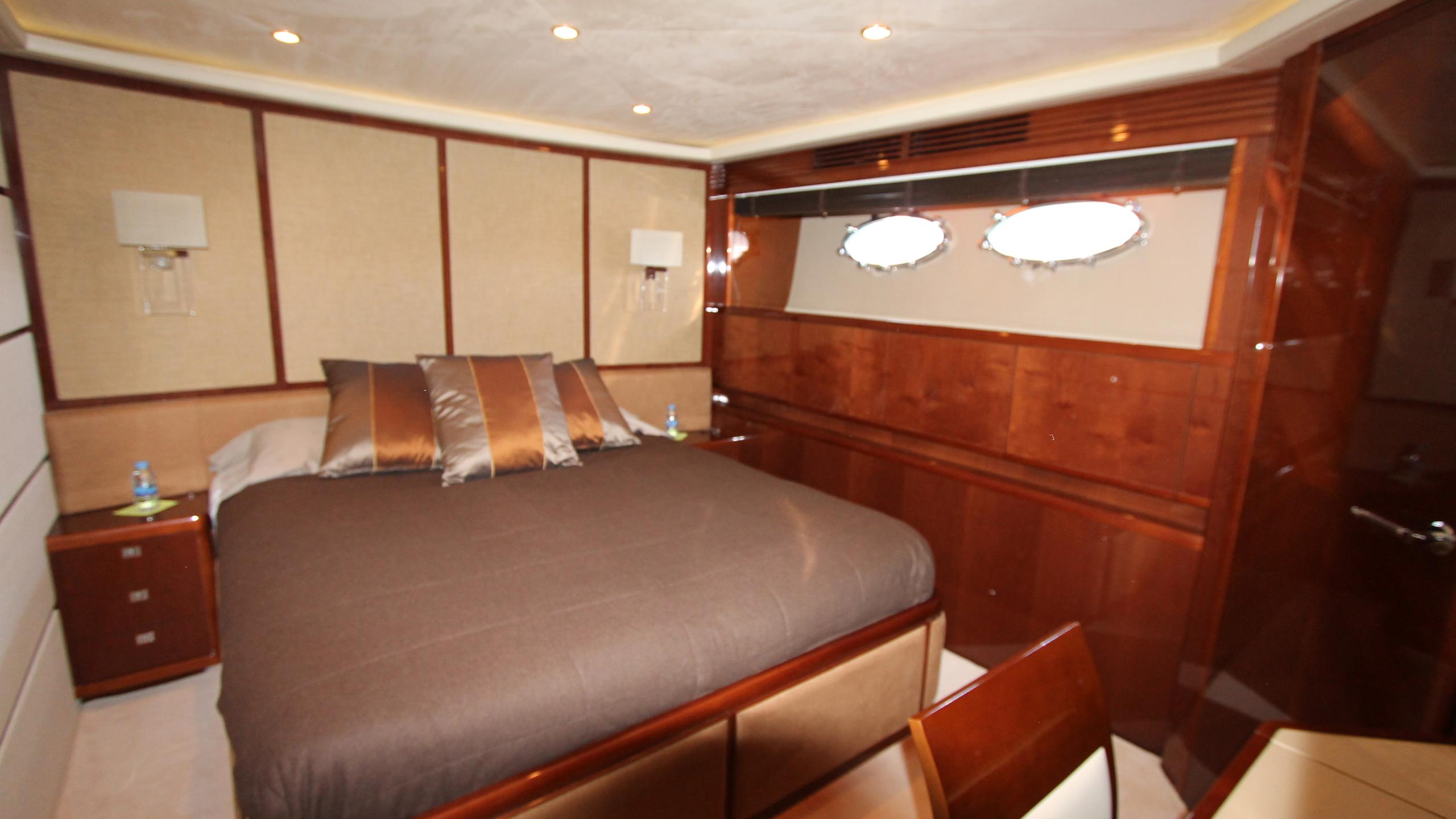 bash-yacht-double-cabin