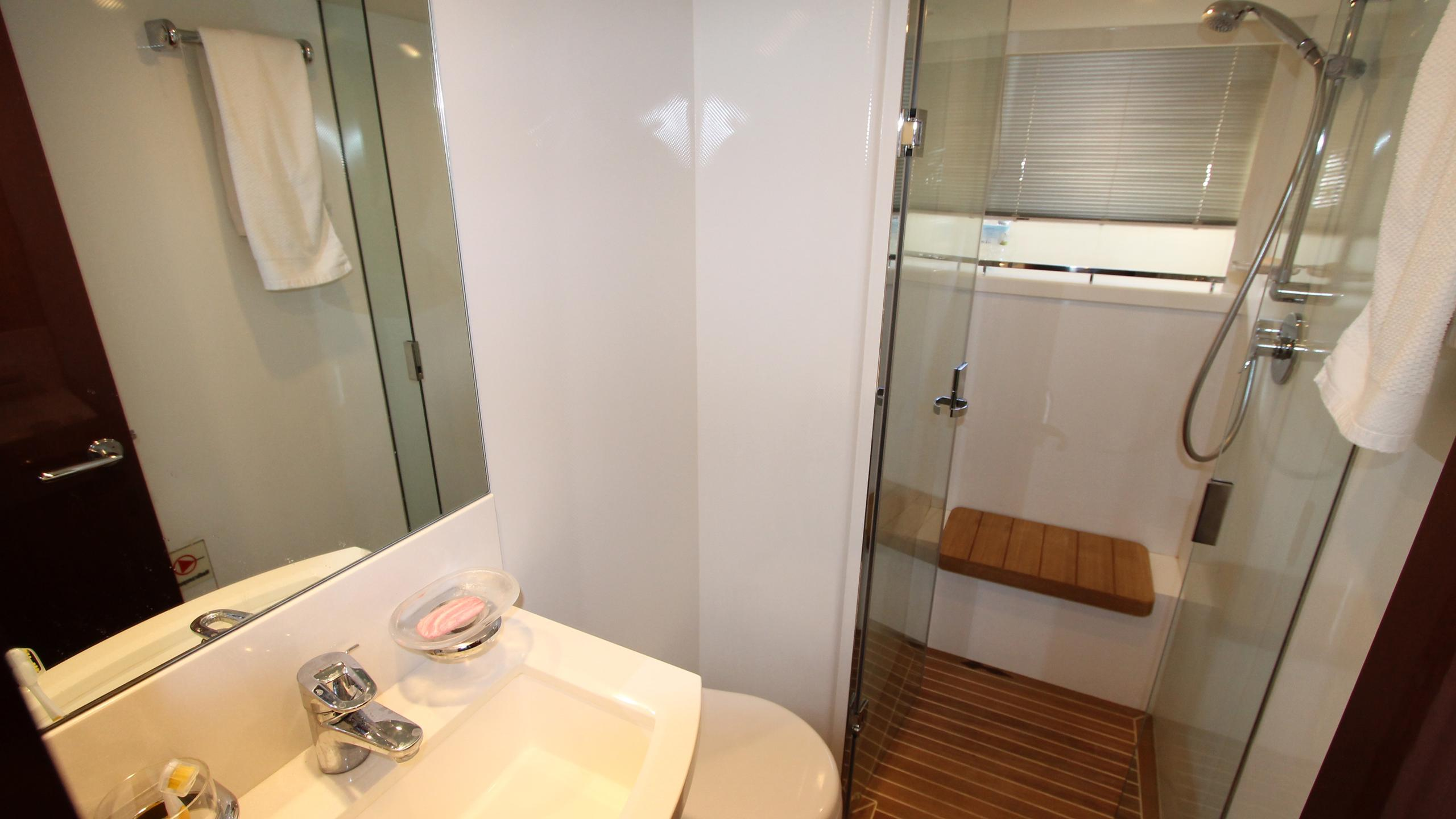 bash-yacht-crew-bathroom