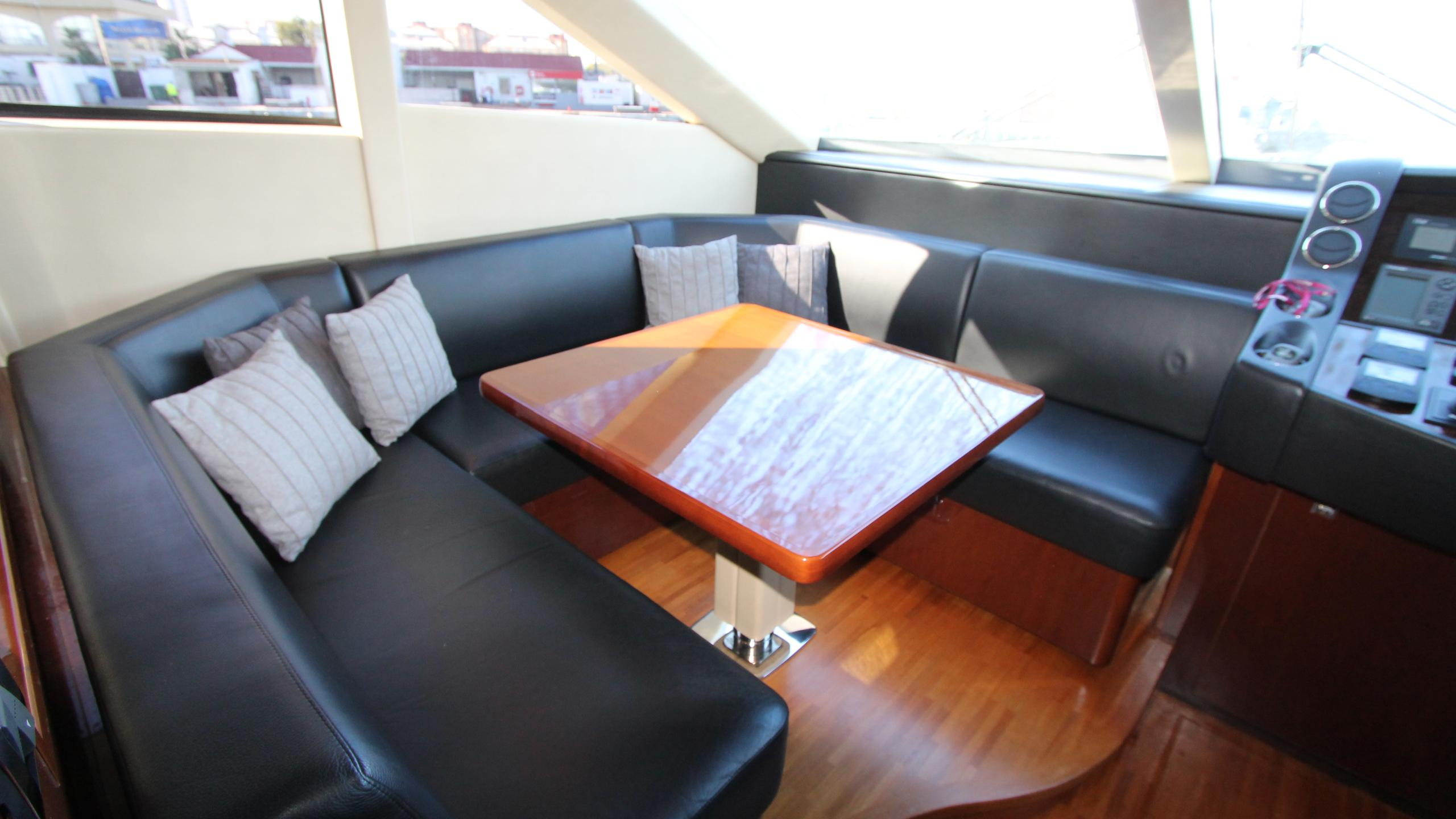 bash-yacht-helm-seating