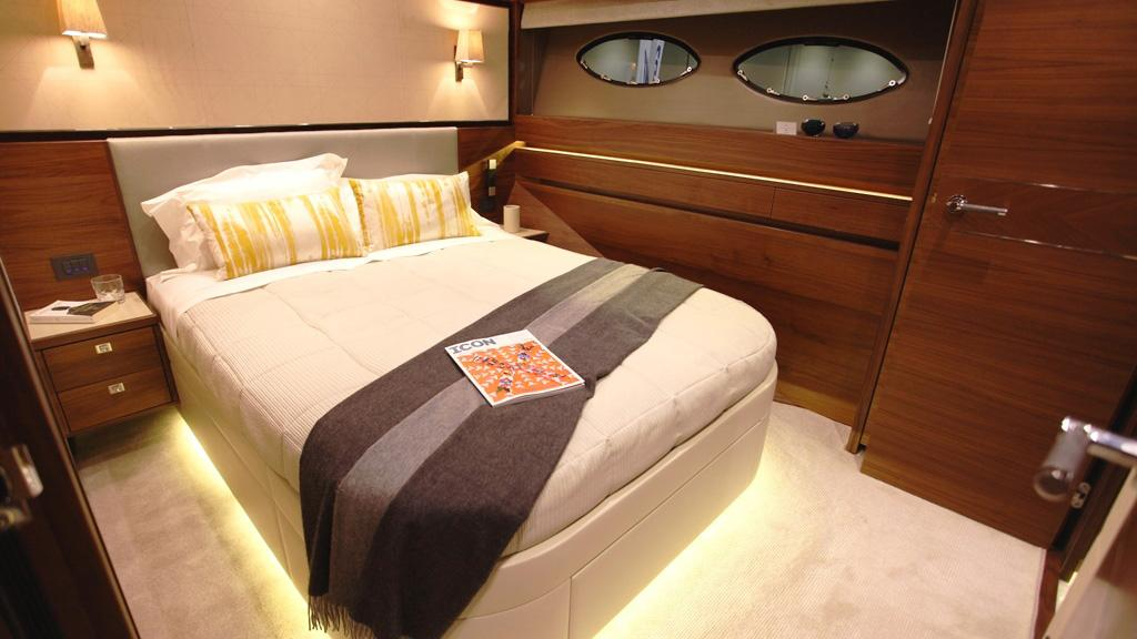 princess-88-yacht-double-cabin