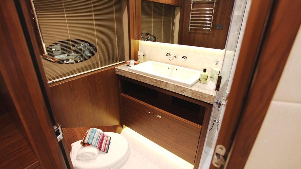 princess-88-yacht-bathroom