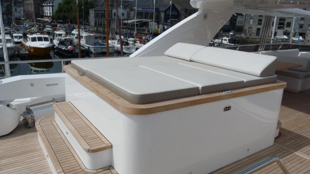 princess-98-yacht-sunpads