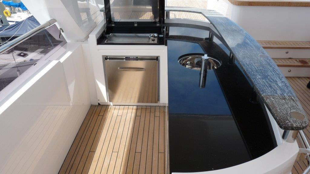 princess-98-yacht-fly-deck-bar