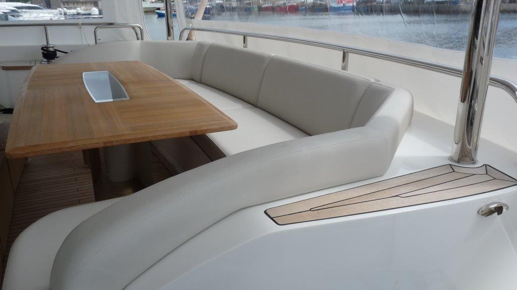 princess-98-yacht-aft-dining