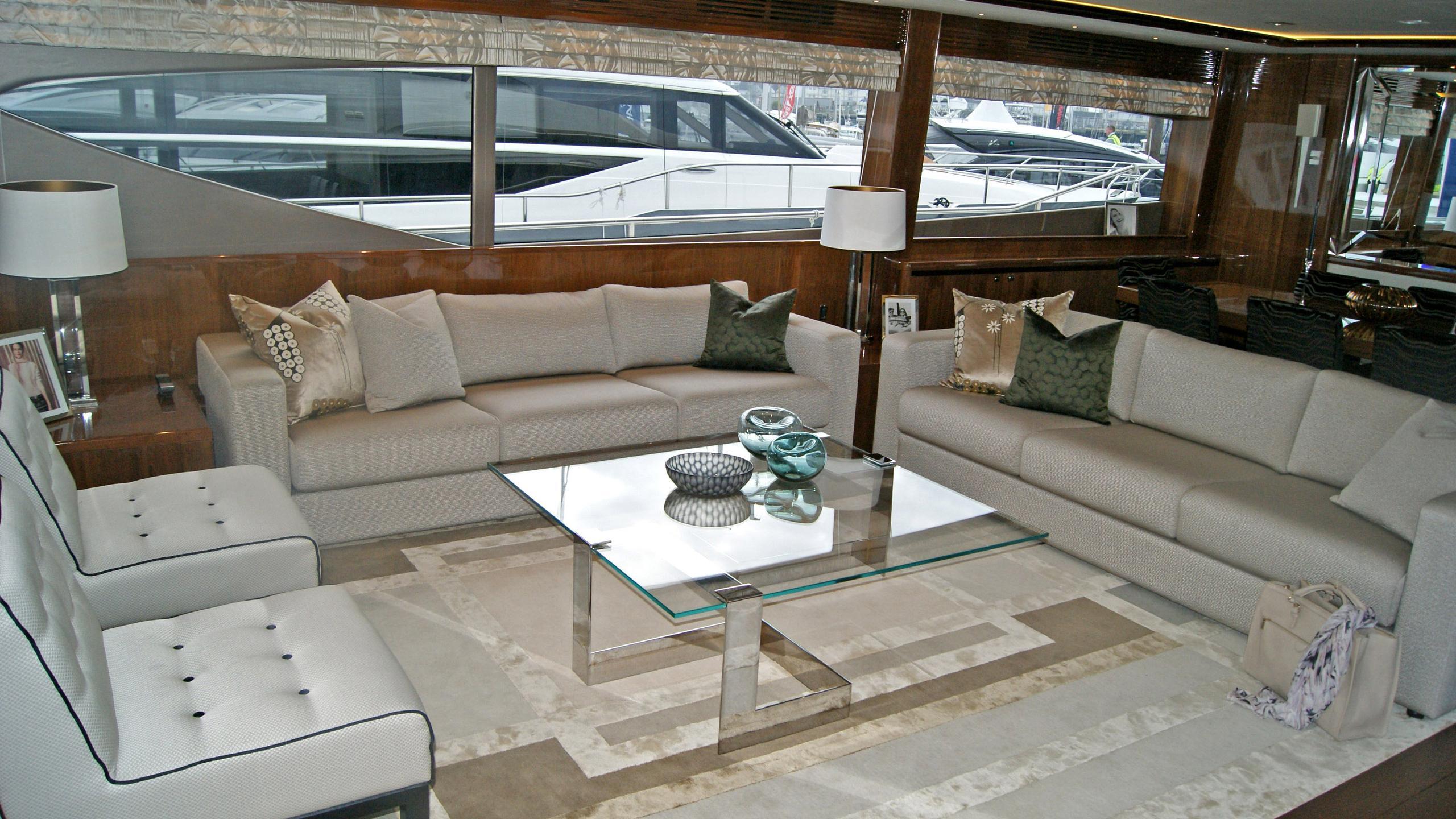 princess-98-yacht-saloon