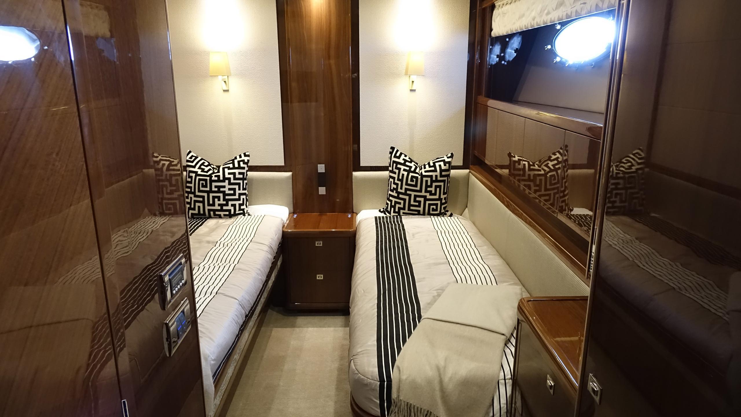 princess-98-yacht-twin-cabin