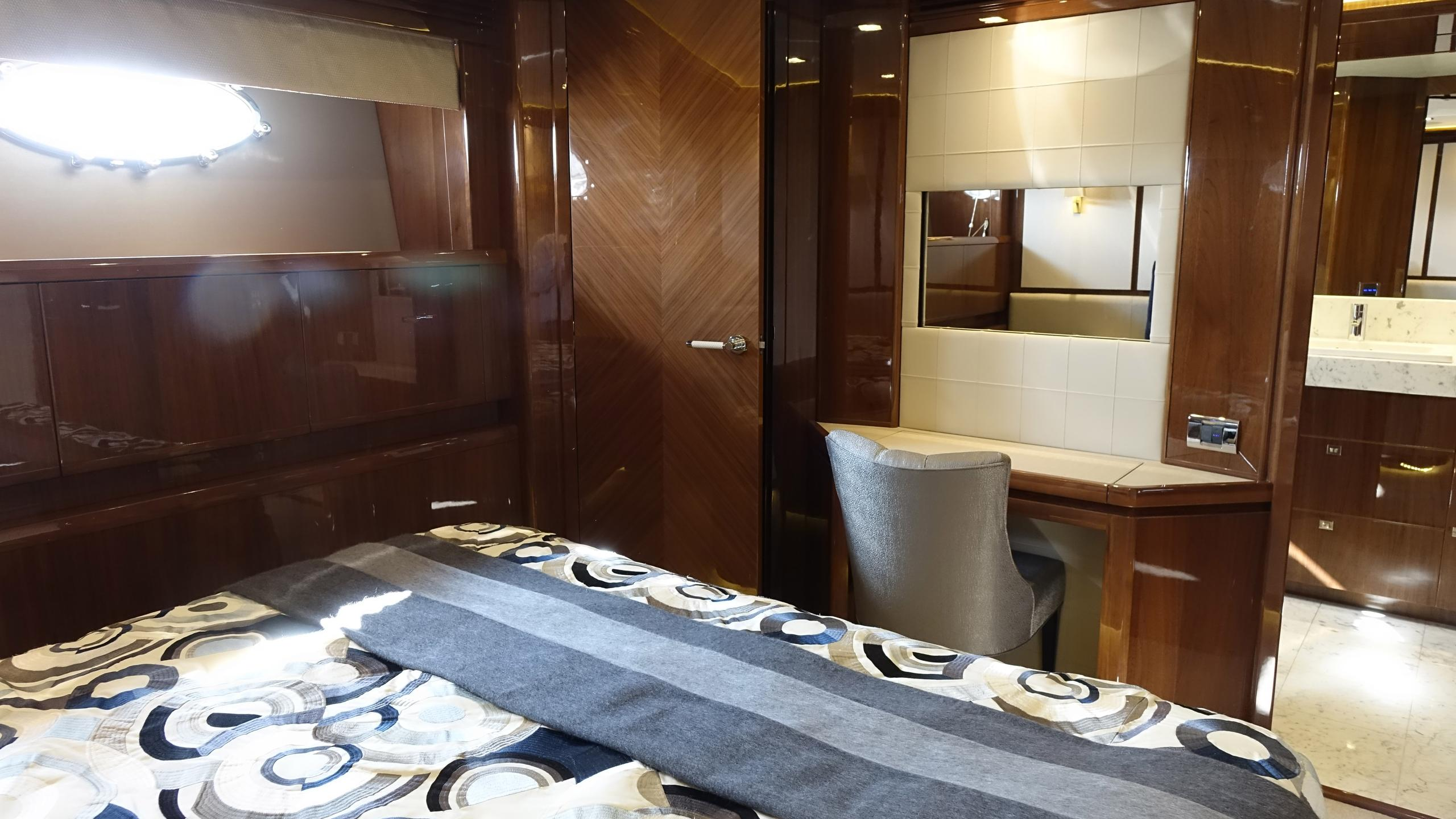 princess-98-yacht-double-cabin