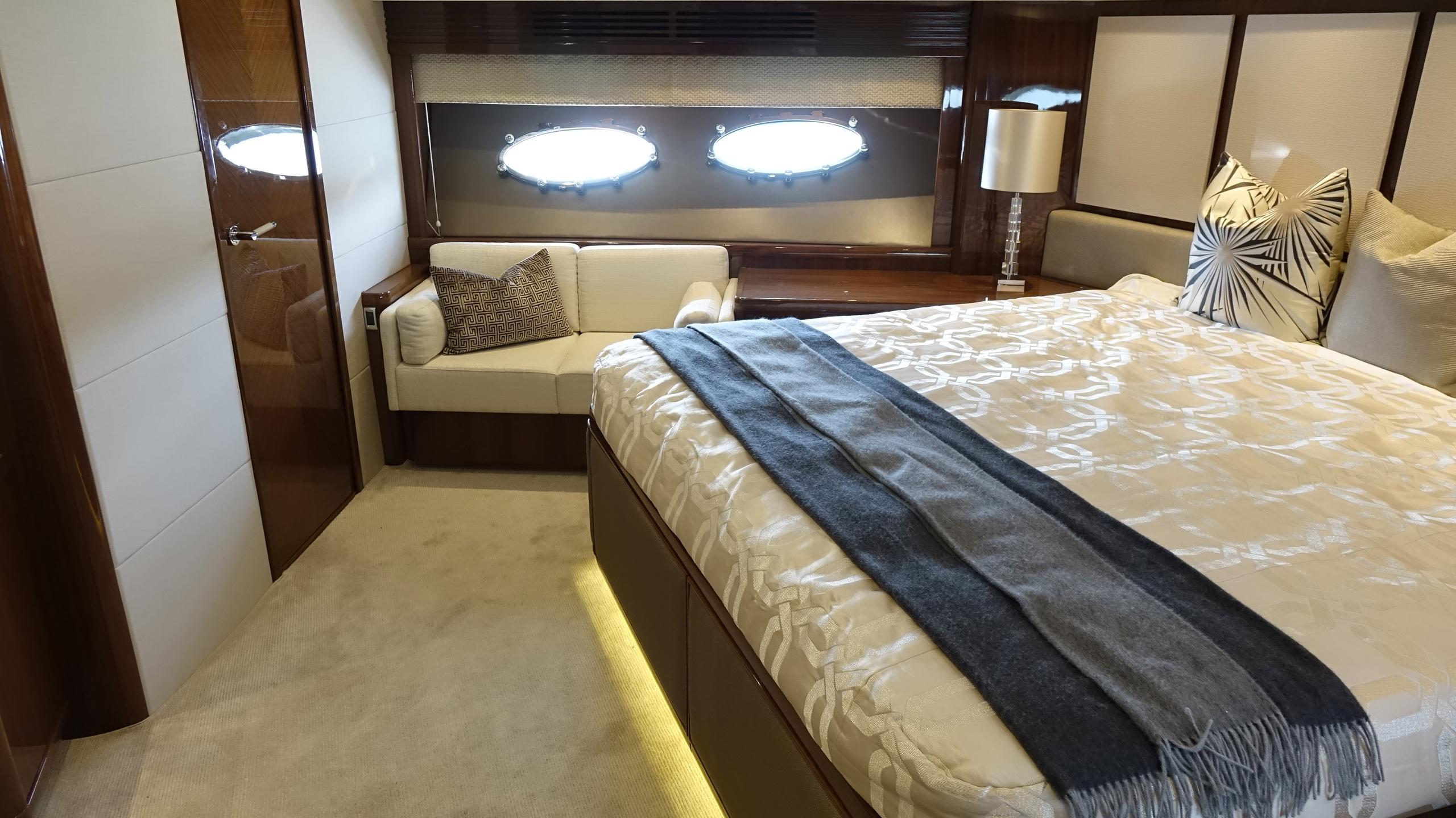 princess-98-yacht-vip-cabin