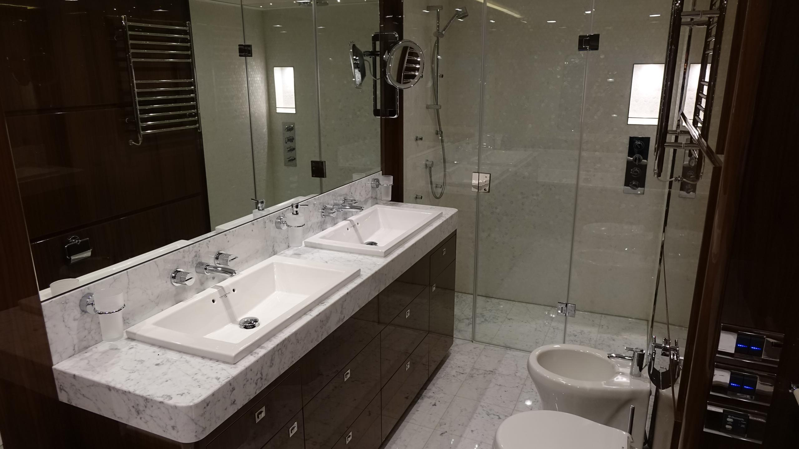 princess-98-yacht-bathroom